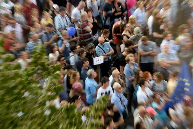 ВЧехии митингуют против коммунизма Бабиша иЗемана фото
