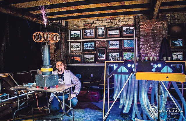 Ради музыки: 65 метров гофры, овощи и спирали венчиков. Фото из архива А. Кобзина