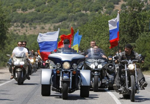 Russian Prime Minister Vladimir Putin attands an international bike camp at Gasfort lake just outside the Crimean city of Sevastopol on July 24, 2010.  AFP PHOTO / POOL / ALEXANDER ZEMLIANICHENKO