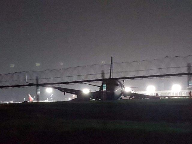 Boeing 737 совершил аварийную посадку вМаниле: усамолета отвалился мотор