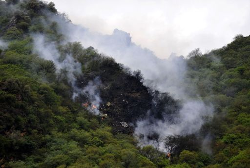 Fire and smoke rises from the wreckage of a passenger plane which has crashed in The Margalla Hills on the outskirts of Islamabad on July 28, 2010. A Pakistani passenger plane with 150 people on board crashed in a ball of flames in densely wooded hills while trying to land in Islamabad during bad weather, aviation officials said. AFP PHOTO/AAMIR QURESHI