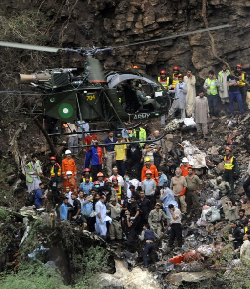 A Pakistani military helicopter carrying remains of plane crash victims takes off from the wreckage-strewn accident site on the outskirts of Islamabad on July 28, 2010. A Pakistani airliner carrying 152 people crashed in a ball of flames Wednesday into densely wooded hills outside Islamabad amid heavy rain and poor visibility, killing everyone on board.   AFP PHOTO/Farooq NAEEM