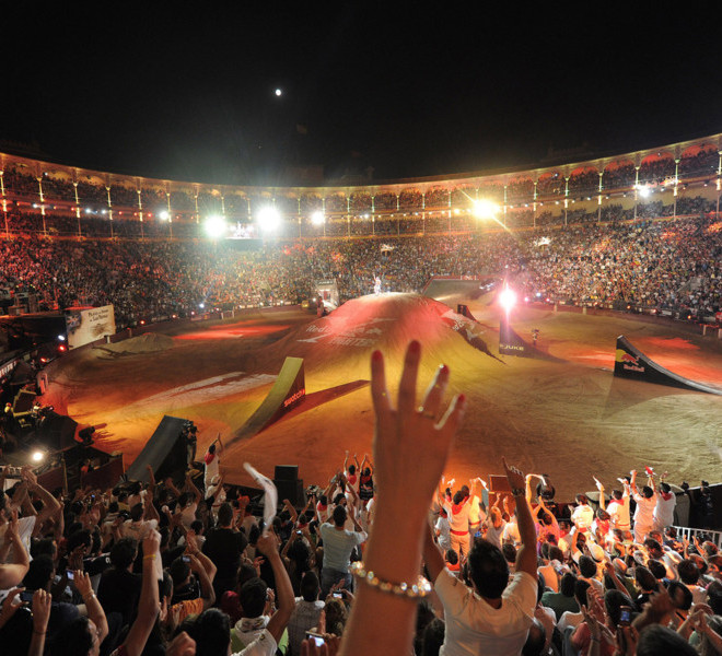 X-Fighters, X-Fighter Madrid, 24.07.2010, Im Bild: An overview of Plaza de toros de las ventas  during the finals in  the fourth stage of the Red Bull X-Fighters World Series in Madrid  on July 23, 2010. Free image for editorial usage only: Photo by Andreas Schaad for Global-Newsroom. NO SALES. FOR EDITORIAL USE ONLY. NOT FOR SALE FOR MARKETING OR ADVERTISING CAMPAIGNS. For more pictures, videos and TV material go to www.global-newsroom.com info: +43 676 9364 137 Foto: Euro-Newsroom/ sportsandnews
