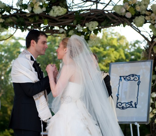 "Chelsea Clinton, daughter of former US president Bill Clinton, is pictured during her marriage ceremony with Marc Mezvinsky on July 31, 2010 in Rhinebeck, New Yotk.  Chelsea Clinton married her longtime boyfriend Marc Mezvinsky, ending weeks of secretive build-up about the former first daughter's wedding.  ""Today, we watched with great pride and overwhelming emotion as Chelsea and Marc wed in a beautiful ceremony at Astor Courts, surrounded by family and their close friends,"" ex-president Bill Clinton and Secretary of State Hillary Clinton said in a statement.   AFP PHOTO / Genevieve de Manio    == RESTRICTED TO EDITORIAL USE / NO SALES/  NO MARKETING / NO ADVERTIZING =="