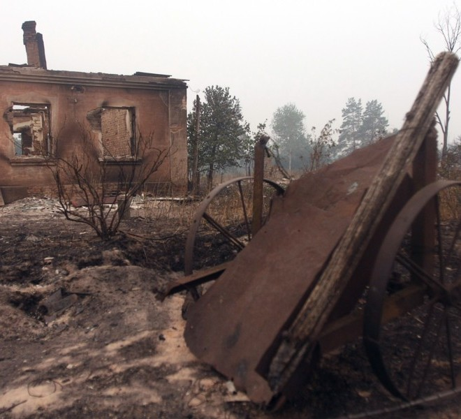 Remains of the burnt village of Beloomut, some 130 kilometers from Moscow on July 31, 2010. Hundreds of thousands of firefighters, including army troops, battle forest fires raging across central Russia in the worst heatwave for decades, destroying houses and killing more than 30 people. A total of 238,000 firefighters are battling the flames in 14 regions, along with 226 aircraft, the emergency ministry said Saturday, calling the situation under control.  AFP PHOTO/ ANDREY SMIRNOV