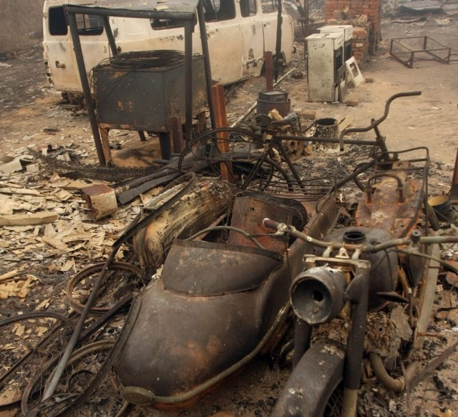Remains are pictured of the burnt village of Beloomut, some 130 kilometers from Moscow on July 31, 2010. Hundreds of thousands of firefighters, including army troops, battled forest fires raging across central Russia in the worst heatwave for decades, destroying houses and killing more than 30 people. A total of 238,000 firefighters are battling the flames in 14 regions, along with 226 aircraft, the emergency ministry said Saturday, calling the situation under control.  AFP PHOTO/ ANDREY SMIRNOV