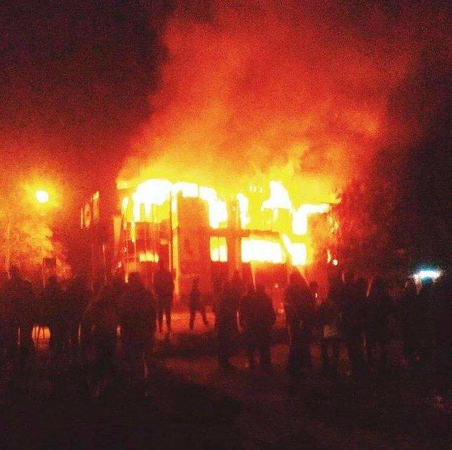 Воккупированном боевиками Антраците сгорелТЦ «Маяк»