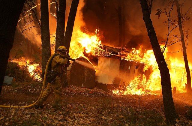 Лесные пожары вСША уничтожили город, вкотором снимали «Мир Дикого Запада»