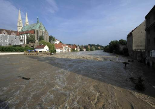 The swollen Neisse river floods Goerlitz, eastern Germany, on August 8, 2010. Rising floodwaters forced the evacuation of more than 1,400 people in southeastern Germany, including residents of two homes for the aged, authorities said. According to the authorities, 1,450 residents of Goerlitz and the surrounding area had been taken to safety in boats, buses and helicopters. Heavy rains and a dam-break on Witka Lake in Poland near the German border led the Neisse and several other rivers in Germany, Poland and the Czech Republic to burst their banks.     AFP PHOTO / ROBERT MICHAEL