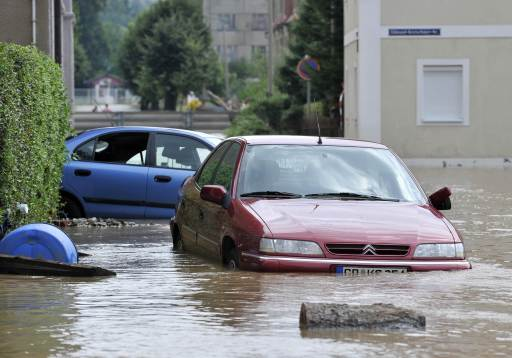 Cars submerge in the flood waters of the Neisse river in Ostritz near Goerlitz, eastern Germany, next to the Polish border on August 8, 2010. According to the authorities, 1,450 residents of Goerlitz and the surrounding area had been taken to safety in boats, buses and helicopters. Heavy rains and a dam-break on Witka Lake in Poland near the German border led the Neisse and several other rivers in Germany, Poland and the Czech Republic to burst their banks.     AFP PHOTO / ROBERT MICHAEL