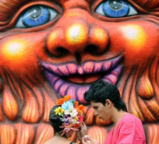 "Colombian actors get ready to perform on August 8, 2010, during the traditional ""Silleteros"" Parade of the Flower Fair in Medellin , Antioquia deparment, Colombia. Colombia is one of the major flower exporters in the world. AFP PHOTO/Raul ARBOLEDA"