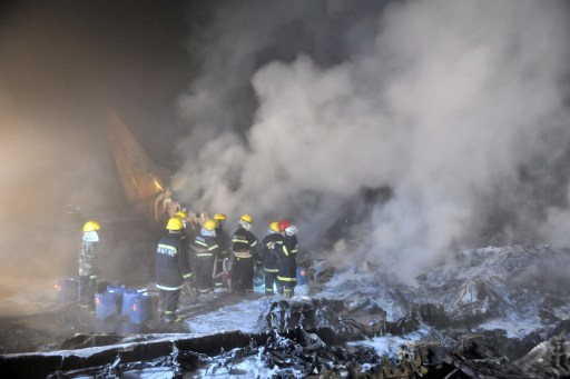 Chinese firefighters douse the burning wreckage of the Henan Airlines ERJ-190 jet made by Brazilian company Embraer which was carrying 96 people when it slammed into the ground on landing in the northeast city of Yichun in remote Heilongjiang province on August 25, 2010.  The Chinese airliner smashed into two pieces while trying to land in heavy fog, leaving at least 42 people dead but 54 survivors in the country's first major air disaster in nearly six years.          CHINA OUT    AFP PHOTO