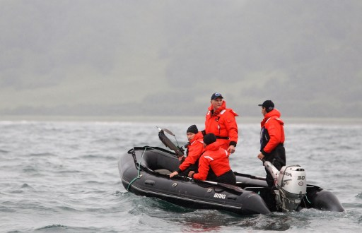 Russian Prime Minister Vladimir Putin (L) holds an arbalest as he visited the far east of Russia in Olga Bay, some 240 kilometres north-east of Nakhodka on August 25, 2010. Putin used the arbalest on whales to take samples for analysis. AFP PHOTO / RIA NOVOSTI / POOL / ALEXEY DRUZHININ