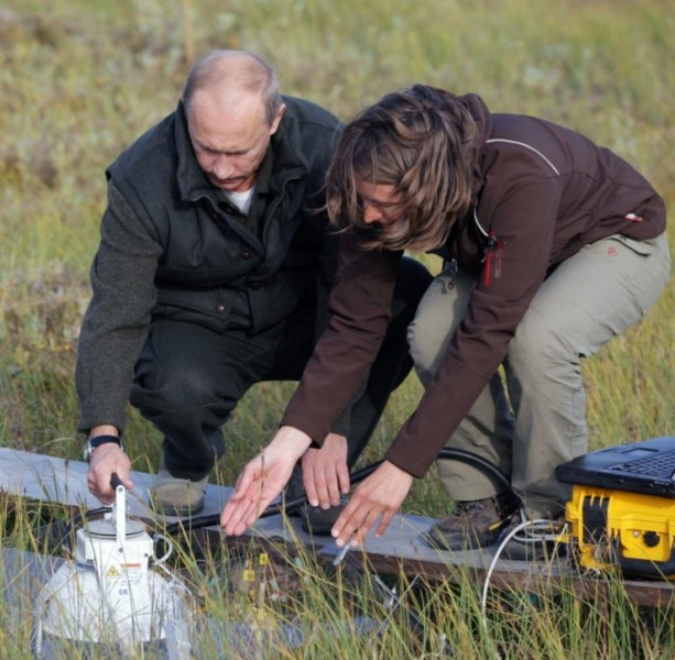 Russian Prime Minister Vladimir Putin (L) speaks with a scientist at a research site of the Lena-2010 Russian-German scientific expedition, on the Samoilovsky Island, in the Far Eastern Yakutia region, on August 23, 2010. Putin questioned whether man was to blame for climate change on a visit to a remote Russian Arctic region, only to find himself bluntly contradicted by a German scientist. Russia has long been criticised by environmentalists for its reluctance to accept radical carbon emissions cuts but Moscow maintains it cannot sacrifice economic development at a crucial moment in the country's history. AFP PHOTO / RIA NOVOSTI / POOL / ALEXEY DRUZHININ