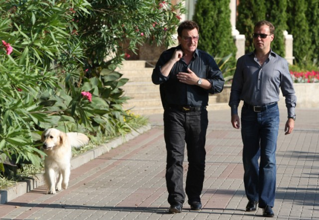 Russian President Dmitry Medvedev (R) speaks with U2 frontman Bono during their walking on August 24, 2010 in Bocharov Ruchei residence, near the Black Sea resort town of Sochi, which will host the 2014 Winter Olympics.AFP PHOTO / RIA NOVOSTI / KREMLIN POOL / MIKHAIL KLIMENTYEV , Russian President Dmitry Medvedev (R) speaks with U2 frontman Bono during their meeting on August 24, 2010 in Bocharov Ruchei residence, near the Black Sea resort town of Sochi, which will host the 2014 Winter Olympics. Russian President Dmitry Medvedev and U2 frontman Bono vowed to fight against the spread of polio as they met Tuesday ahead of the Irish rock band's first ever concert in the country this week. AFP PHOTO / RIA NOVOSTI / KREMLIN POOL / MIKHAIL KLIMENTYEV , Russian President Dmitry Medvedev (L) speaks with U2 frontman Bono during their meeting on August 24, 2010 in Bocharov Ruchei residence, near the Black Sea resort town of Sochi, which will host the 2014 Winter Olympics. Russian President Dmitry Medvedev and U2 frontman Bono vowed to fight against the spread of polio as they met Tuesday ahead of the Irish rock band's first ever concert in the country this week. AFP PHOTO / RIA NOVOSTI / KREMLIN POOL / MIKHAIL KLIMENTYEV , Russian President Dmitry Medvedev (L) speaks with U2 frontman Bono during their meeting on August 24, 2010 in Bocharov Ruchei residence, near the Black Sea resort town of Sochi, which will host the 2014 Winter Olympics. Russian President Dmitry Medvedev and U2 frontman Bono vowed to fight against the spread of polio as they met Tuesday ahead of the Irish rock band's first ever concert in the country this week. AFP PHOTO / RIA NOVOSTI / KREMLIN POOL / MIKHAIL KLIMENTYEV , Russian President Dmitry Medvedev (L) speaks with U2 frontman Bono during their walking on August 24, 2010 in Bocharov Ruchei residence, near the Black Sea resort town of Sochi, which will host the 2014 Winter Olympics. Russian President Dmitry Medvedev and U2 frontman Bono vowed to fight against the spread of polio as they met Tuesday ahead of the Irish rock band's first ever concert in the country this week. AFP PHOTO / RIA NOVOSTI / KREMLIN POOL / MIKHAIL KLIMENTYEV , Russian President Dmitry Medvedev (L) speaks with U2 frontman Bono during their walking on August 24, 2010 in Bocharov Ruchei residence, near the Black Sea resort town of Sochi, which will host the 2014 Winter Olympics. Russian President Dmitry Medvedev and U2 frontman Bono vowed to fight against the spread of polio as they met Tuesday ahead of the Irish rock band's first ever concert in the country this week. AFP PHOTO / RIA NOVOSTI / KREMLIN POOL / MIKHAIL KLIMENTYEV , Russian President Dmitry Medvedev (R) and U2 frontman Bono walk, on August 24, 2010 in Bocharov Ruchei residence, near the Black Sea resort town of Sochi, which will host the 2014 Winter Olympics. Medvedev and Bono vowed to fight against the spread of polio as they met Tuesday ahead of the Irish rock band's first ever concert in the country this week. AFP PHOTO / RIA NOVOSTI / KREMLIN POOL / MIKHAIL KLIMENTYEV , Russian President Dmitry Medvedev (R) and U2 frontman Bono walk on August 24, 2010 in Bocharov Ruchei residence, near the Black Sea resort town of Sochi, which will host the 2014 Winter Olympics.AFP PHOTO / RIA NOVOSTI / KREMLIN POOL / MIKHAIL KLIMENTYEV