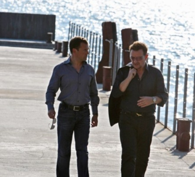 Russian President Dmitry Medvedev (R) speaks with U2 frontman Bono during their walking on August 24, 2010 in Bocharov Ruchei residence, near the Black Sea resort town of Sochi, which will host the 2014 Winter Olympics.AFP PHOTO / RIA NOVOSTI / KREMLIN POOL / MIKHAIL KLIMENTYEV , Russian President Dmitry Medvedev (R) speaks with U2 frontman Bono during their meeting on August 24, 2010 in Bocharov Ruchei residence, near the Black Sea resort town of Sochi, which will host the 2014 Winter Olympics. Russian President Dmitry Medvedev and U2 frontman Bono vowed to fight against the spread of polio as they met Tuesday ahead of the Irish rock band's first ever concert in the country this week. AFP PHOTO / RIA NOVOSTI / KREMLIN POOL / MIKHAIL KLIMENTYEV , Russian President Dmitry Medvedev (L) speaks with U2 frontman Bono during their meeting on August 24, 2010 in Bocharov Ruchei residence, near the Black Sea resort town of Sochi, which will host the 2014 Winter Olympics. Russian President Dmitry Medvedev and U2 frontman Bono vowed to fight against the spread of polio as they met Tuesday ahead of the Irish rock band's first ever concert in the country this week. AFP PHOTO / RIA NOVOSTI / KREMLIN POOL / MIKHAIL KLIMENTYEV , Russian President Dmitry Medvedev (L) speaks with U2 frontman Bono during their meeting on August 24, 2010 in Bocharov Ruchei residence, near the Black Sea resort town of Sochi, which will host the 2014 Winter Olympics. Russian President Dmitry Medvedev and U2 frontman Bono vowed to fight against the spread of polio as they met Tuesday ahead of the Irish rock band's first ever concert in the country this week. AFP PHOTO / RIA NOVOSTI / KREMLIN POOL / MIKHAIL KLIMENTYEV , Russian President Dmitry Medvedev (L) speaks with U2 frontman Bono during their walking on August 24, 2010 in Bocharov Ruchei residence, near the Black Sea resort town of Sochi, which will host the 2014 Winter Olympics. Russian President Dmitry Medvedev and U2 frontman Bono vowed to fight against the spread of polio as they met Tuesday ahead of the Irish rock band's first ever concert in the country this week. AFP PHOTO / RIA NOVOSTI / KREMLIN POOL / MIKHAIL KLIMENTYEV