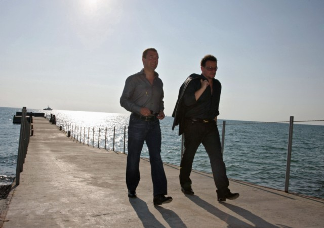 Russian President Dmitry Medvedev (R) speaks with U2 frontman Bono during their walking on August 24, 2010 in Bocharov Ruchei residence, near the Black Sea resort town of Sochi, which will host the 2014 Winter Olympics.AFP PHOTO / RIA NOVOSTI / KREMLIN POOL / MIKHAIL KLIMENTYEV , Russian President Dmitry Medvedev (R) speaks with U2 frontman Bono during their meeting on August 24, 2010 in Bocharov Ruchei residence, near the Black Sea resort town of Sochi, which will host the 2014 Winter Olympics. Russian President Dmitry Medvedev and U2 frontman Bono vowed to fight against the spread of polio as they met Tuesday ahead of the Irish rock band's first ever concert in the country this week. AFP PHOTO / RIA NOVOSTI / KREMLIN POOL / MIKHAIL KLIMENTYEV , Russian President Dmitry Medvedev (L) speaks with U2 frontman Bono during their meeting on August 24, 2010 in Bocharov Ruchei residence, near the Black Sea resort town of Sochi, which will host the 2014 Winter Olympics. Russian President Dmitry Medvedev and U2 frontman Bono vowed to fight against the spread of polio as they met Tuesday ahead of the Irish rock band's first ever concert in the country this week. AFP PHOTO / RIA NOVOSTI / KREMLIN POOL / MIKHAIL KLIMENTYEV , Russian President Dmitry Medvedev (L) speaks with U2 frontman Bono during their meeting on August 24, 2010 in Bocharov Ruchei residence, near the Black Sea resort town of Sochi, which will host the 2014 Winter Olympics. Russian President Dmitry Medvedev and U2 frontman Bono vowed to fight against the spread of polio as they met Tuesday ahead of the Irish rock band's first ever concert in the country this week. AFP PHOTO / RIA NOVOSTI / KREMLIN POOL / MIKHAIL KLIMENTYEV , Russian President Dmitry Medvedev (L) speaks with U2 frontman Bono during their walking on August 24, 2010 in Bocharov Ruchei residence, near the Black Sea resort town of Sochi, which will host the 2014 Winter Olympics. Russian President Dmitry Medvedev and U2 frontman Bono vowed to fight against the spread of polio as they met Tuesday ahead of the Irish rock band's first ever concert in the country this week. AFP PHOTO / RIA NOVOSTI / KREMLIN POOL / MIKHAIL KLIMENTYEV , Russian President Dmitry Medvedev (L) speaks with U2 frontman Bono during their walking on August 24, 2010 in Bocharov Ruchei residence, near the Black Sea resort town of Sochi, which will host the 2014 Winter Olympics. Russian President Dmitry Medvedev and U2 frontman Bono vowed to fight against the spread of polio as they met Tuesday ahead of the Irish rock band's first ever concert in the country this week. AFP PHOTO / RIA NOVOSTI / KREMLIN POOL / MIKHAIL KLIMENTYEV