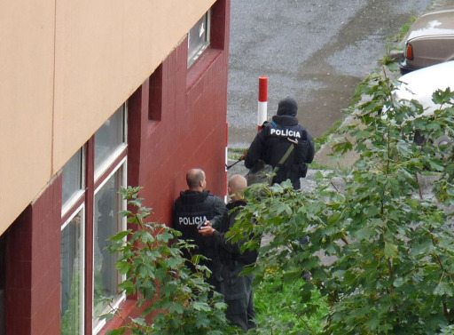 A handout photo provided by the Slovak SME daily newspaper shows Slovak police officers securing an area on August 30, 2010 in the Bratislava suburb of Devinska Nova Ves, where a man armed with a shotgun opened fire in a street, killing six people and injuring 14, according to emergency services. The police refused to comment, saying they were still investigating the shooting.      AFP PHOTO/SME