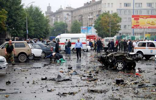Russian investigators examine the site of a blast near a market in Vladikavkaz on September 9, 2010. At least 15 people were killed and dozens wounded in an apparent suicide bombing outside a crowded central market in the Russian Caucasus city of Vladikavkaz, officials said. TOPSHOTS AFP PHOTO / STR