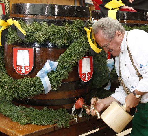 "The mayor of Munich Christian Ude (SPD) taps the first barrel of beer with the traditional ""O?zapft is!"" (It's tapped!) to start the Oktoberfest beer festival at the Theresienwiese in Munich, southern Germany, on September 18, 2010. The  world's biggest beer festival Oktoberfest runs until October 4, 2010.  AFP PHOTO / SEBASTIAN WIDMANN"