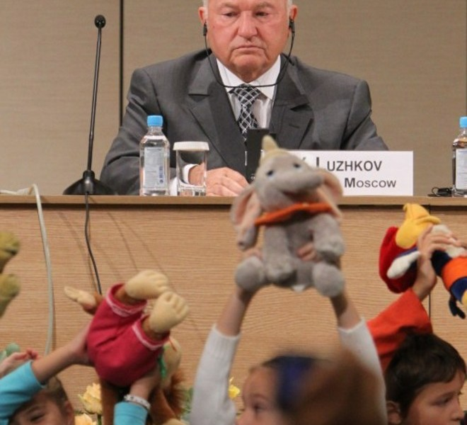 Moscow Mayor Yuri Luzhkov attends a conference organized by the United Nation's children's fund (UNICEF) in Moscow on September 27, 2010. Luzhkov said on September 27 he had no plans to resign. AFP PHOTO / ALEXEY SAZONOV