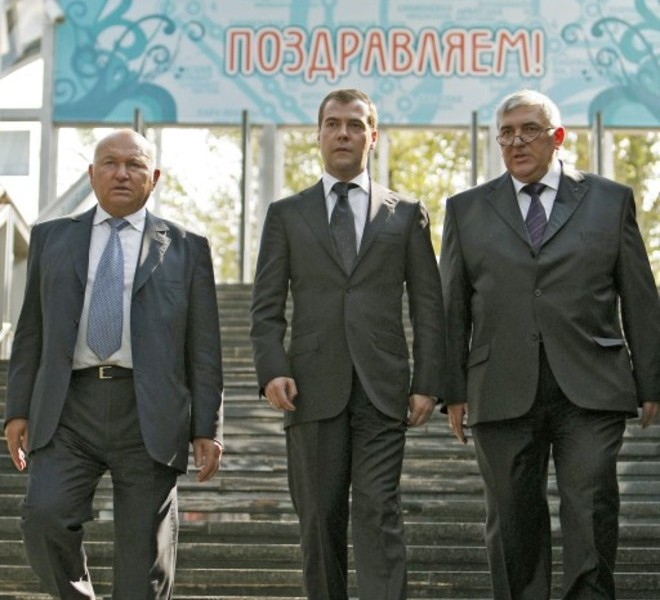 "(FILES) A file photo taken on September 7, 2008 shows Russian President Dmitry Medvedev (C) and Moscow Mayor Yury Luzhkov (L) visiting a new subway station in Moscow. Medvedev on September 28, 2010 fired Luzhkov, ending a controversial 18 year rule that saw the Russian capital boom but also attracted bitter criticism. A decree, published on the Kremlin website, ordered Luzhkov, 74, to be ""dismissed from the position of Moscow mayor because he has lost the confidence of the Russian president."" Man at right is an unidentified advisor.   AFP PHOTO/ DMITRY ASTAKHOV"