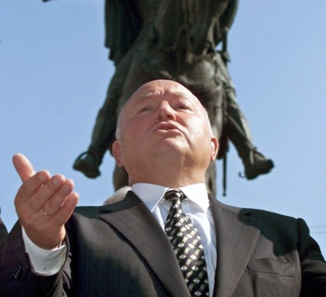 (FILES) A picture taken on September 2, 2000 shows the Mayor of Moscow Yuri Luzhkov in front of the City Hall, with the statue of Yuri Dolgoruky, the founder of Moscow, in the background. President Dmitry Medvedev on September 28, 2010 fired Moscow's strongman mayor Yury Luzhkov, ending a controversial 18 year rule that saw the Russian capital boom but also attracted bitter criticism. AFP PHOTO/ ALEXANDER NEMENOV