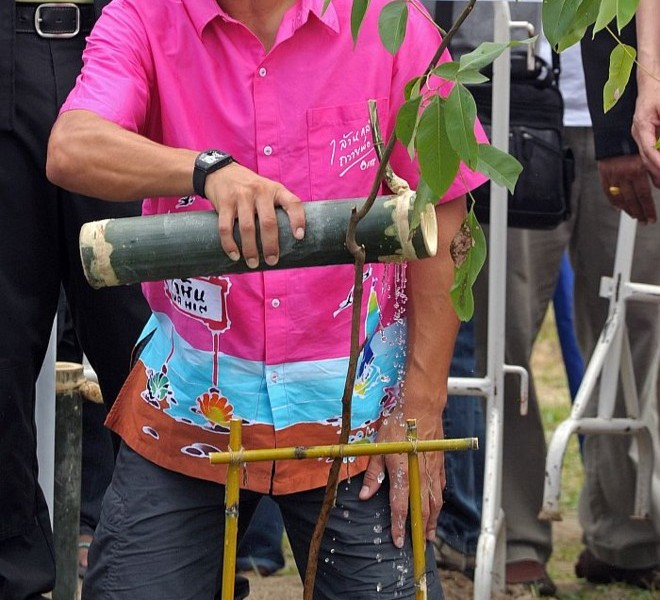 "World number one men's tennis player Rafael Nadal sprinkles water on a tree as he takes part in a tree planting project in honour of Thai King Bhumibol Adulyadej's ""One Million Trees for the King"" during a visit to the Thai city of Hua Hin on September 28, 2010. Nadal will compete in the ATP Thailand Open tennis tournament starting on September 27.    AFP PHOTO / PORNCHAI KITTIWONGSAKUL"
