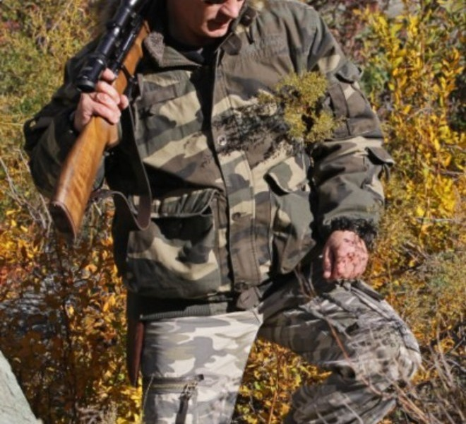 Russian Prime Minister Vladimir Putin carries a hunting rifle during his trip in Ubsunur Hollow Biosphere Reserve in Tuva Republic in this undated picture released on October 30, 2010 by RIA Novosti news agency.  AFP PHOTO / RIA NOVOSTI / POOL / ALEXEY DRUZHININ , Russian Prime Minister Vladimir Putin carries a hunting rifle during his trip in Ubsunur Hollow Biosphere Reserve in Tuva Republic in this undated picture released on October 30, 2010 by RIA Novosti news agency.  AFP PHOTO / RIA NOVOSTI / POOL / ALEXEY DRUZHININ