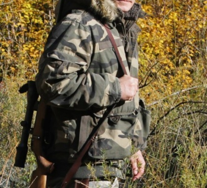 Russian Prime Minister Vladimir Putin carries a hunting rifle during his trip in Ubsunur Hollow Biosphere Reserve in Tuva Republic in this undated picture released on October 30, 2010 by RIA Novosti news agency.  AFP PHOTO / RIA NOVOSTI / POOL / ALEXEY DRUZHININ