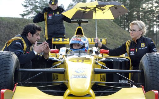 Russian Prime Minister Vladimir Putin receives instructions from a Renault Formula One team member before driving a F1 race car on a special track in Leningrad region outside St. Petersburg on November 7, 2010.  AFP PHOTO / RIA NOVOSTI / POOL / ALEXEY DRUZHININ
