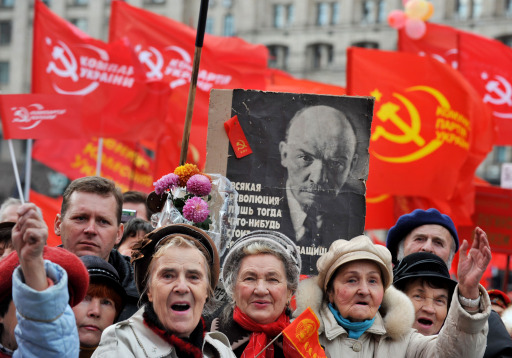 Activists of the Communist party gather during a rally on Independence Square in Kiev on November 7, 2010. Several thousand supporters of Communist ideals marched to mark the overthrowing of the Romanov Dynasty by Bolshevik forces. AFP PHOTO/ SERGEI SUPINSKY