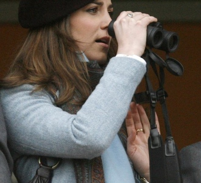 The girlfriend of Britain's Prince William, Kate Middleton, is seen watching on the final day of the Cheltenham Festival horse racing in Gloucestershire, western England in this March 16, 2007 file photograph. Britain's Prince William is to marry his long-term girlfriend Kate Middleton next year, Buckingham Palace said on November 16, 2010      REUTERS/Eddie Keogh (BRITAIN - Tags: SPORT HORSE RACING SOCIETY ROYALS)