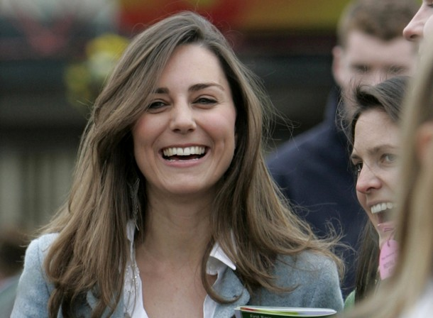 The girlfriend of Britain's Prince William, Kate Middleton, is seen attending  the Cheltenham Festival in Gloucestershire, western England in this March 16, 2007 file photograph. Britain's Prince William is to marry his long-term girlfriend Kate Middleton next year, Buckingham Palace said on November 16, 2010      REUTERS/Eddie Keogh (BRITAIN - Tags: SPORT HORSE RACING SOCIETY ROYALS)