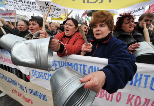 Protesters rally in front of Ukraine's parliament in Kiev on November 16, 2010. Ukrainian small and medium-sized enterprise owners protested against tax reform debating by the parliament. AFP PHOTO/ SERGEI SUPINSKY