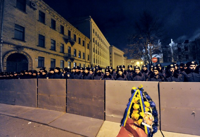 People hold their passports as they put their signatures to hold a national referendum for dissolution of Ukrainian parliament, during a rally in front of President Viktor Yanukovych's office in Kiev, on November 22, 2010. In recent months, small and medium sized business owners have repeatedly criticized the government's plan to unify several laws into a tax code due to enter into force on January 1. AFP PHOTO/ SERGEI SUPINSKY , Policemen stnad guard in front of President Viktor Yanukovych's office during rally gathering thousands of small business owners to protest against tax reforms, on November 22, 2010 in Kiev. The protest was one of the largest yet in a series of demonstrations against the tax reform, which was passed last week by the parliament and is due to come into force on January 1.    AFP PHOTO/ SERGEI SUPINSKY , Policemen stnad guard in front of President Viktor Yanukovych's office during rally gathering thousands of small business owners to protest against tax reforms, on November 22, 2010 in Kiev. The protest was one of the largest yet in a series of demonstrations against the tax reform, which was passed last week by the parliament and is due to come into force on January 1.    AFP PHOTO/ SERGEI SUPINSKY , A wreath has been set on a police fence as policemen stnad guard in front of President Viktor Yanukovych's office during rally gathering thousands of small business owners to protest against tax reforms, on November 22, 2010 in Kiev. The protest was one of the largest yet in a series of demonstrations against the tax reform, which was passed last week by the parliament and is due to come into force on January 1.    AFP PHOTO/ SERGEI SUPINSKY