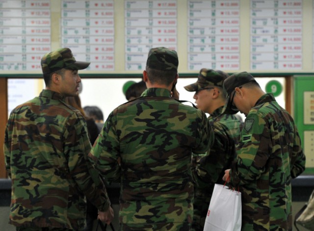 South Korean soldiers gather to return their military unit at a bus terminal in Seoul on November 23, 2010. North Korea fired dozens of artillery shells onto a South Korean island on November 23, killing one person and triggering an exchange of fire as southern armed forces went on their highest state of alert. AFP PHOTO / JUNG YEON-JE