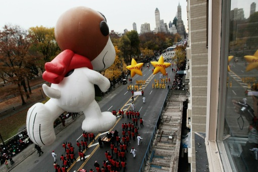 NEW YORK - NOVEMBER 25: The Snoopy float glides down Central Park South during the Macy's Thanksgiving Day parade November 25, 2010 in New York City. This year's annual parade features approximately 8,000 participants, 15 giant character balloons and 43 novelty balloons.   Chris Hondros/Getty Images/AFP== FOR NEWSPAPERS, INTERNET, TELCOS & TELEVISION USE ONLY ==