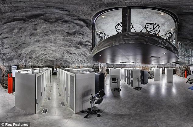 Бункер в котором прячется wikileaks фото
