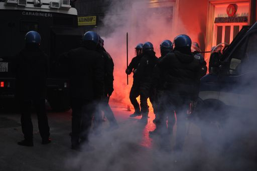 Policemen clash with youths protesting to demand a change of government as parliament met to hold a crucial vote that could topple Prime Minister Silvio Berlusconi on December 14, 2010 in Rome. Italian Prime Minister Silvio Berlusconi scraped through a crucial confidence vote in the lower house of parliament by 314 votes in favour and 311 against. AFP PHOTO / FILIPPO MONTEFORTE