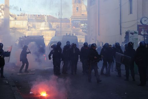 Policemen walk at Piazza del Popolo after clashes with youths during a protest to demand a change of government as parliament met to hold a crucial vote that could topple Prime Minister Silvio Berlusconi on December 14, 2010 in Rome. Italian Prime Minister Silvio Berlusconi scraped through a crucial confidence vote in the lower house of parliament by 314 votes in favour and 311 against.  AFP PHOTO / FILIPPO MONTEFORTE