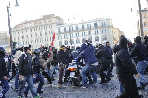 Youth clash with policemen on motorbikes during a protest to demand a change of government as parliament met to hold a crucial vote that could topple Prime Minister Silvio Berlusconi on December 14, 2010 in Rome. Italian Prime Minister Silvio Berlusconi scraped through a crucial confidence vote in the lower house of parliament by 314 votes in favour and 311 against.  AFP PHOTO / FILIPPO MONTEFORTE