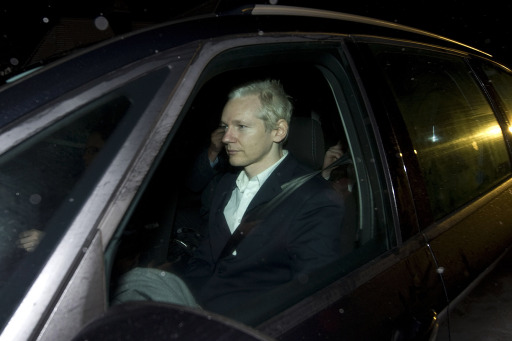 WikiLeaks founder Julian Assange (C) sits inside a car as he arrives at Ellingham Hall in Ellingham, Norfolk, the home of friend and Frontline Club owner Vaughan Smith on December 16, 2010, after being released from Wandsworth Prison following a successful bail appeal at  the High Court in London.  WikiLeaks founder Julian Assange said he had heard rumours that he had been indicted in the United States, shortly after he was freed on bail in Britain. AFP PHOTO /CARL COURT