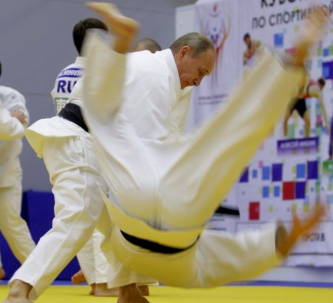 "Russia's Prime Minister Vladimir Putin takes part in a judo training session at the ""Moscow"" sports complex in St. Petersburg, on December 22, 2010.   AFP PHOTO/ RIA-NOVOSTI POOL/ ALEXEY DRUZHININ"