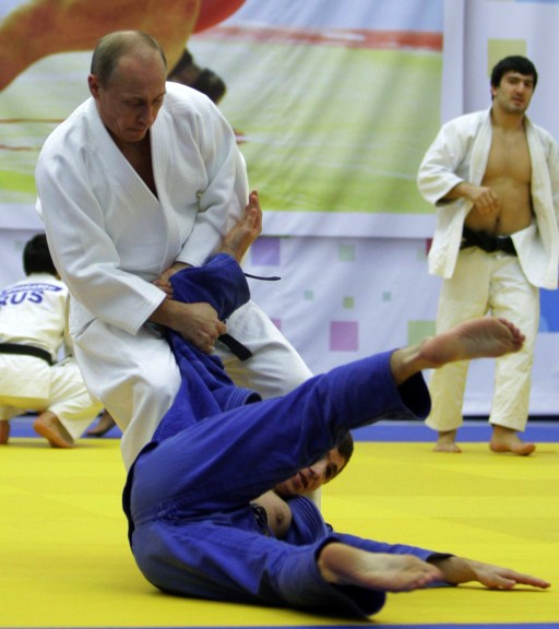 "Russia's Prime Minister Vladimir Putin (foreground L) takes part in a judo training session at the ""Moscow"" sports complex in St. Petersburg, on December 22, 2010.   AFP PHOTO/ RIA-NOVOSTI POOL/ ALEXEY DRUZHININ"