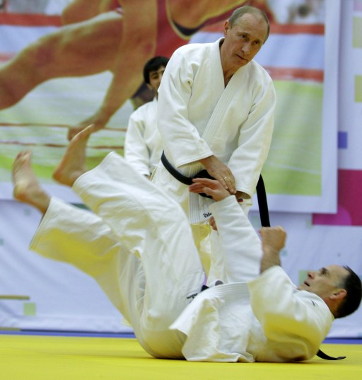 "Russia's Prime Minister Vladimir Putin (top) takes part in a judo training session at the ""Moscow"" sports complex in St. Petersburg, on December 22, 2010.   AFP PHOTO/ RIA-NOVOSTI POOL/ ALEXEY DRUZHININ"
