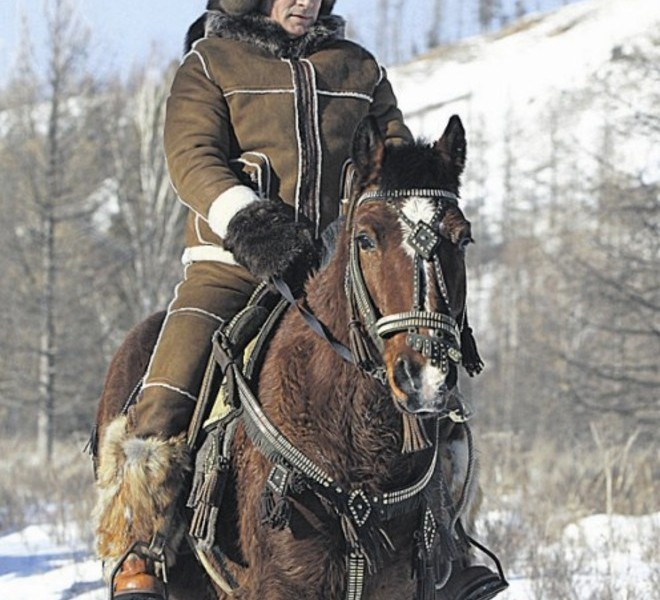 A picture released on March 6, 2010 shows Russian Prime Minister Vladimir Putin taking a horseback ride in the Karatash area, near the town of Abakan, during his working trip to Khakassia, on February 25, 2010.   AFP PHOTO - RIA-NOVOSTI / ALEKSEY DRUZHININ