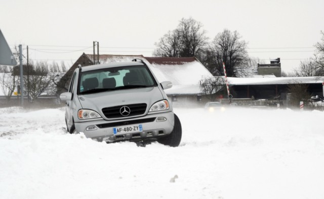Cars and trucks drive along the snow-covered motorway A7 between Kassel and Hanover near Kassel, central Germany, on December 21, 2010. The snow chaos in Europe has upset the plans of thousands of travelers as ongoing snowfall is paralising all kinds of transport in Germany.   AFP PHOTO / UWE ZUCCHI   GERMANY OUT , Hundreds of cars are stuck in traffic on Paris river banks on December 22, 2010 after French authorities called on the compagnies to let their workers go early to avoid problems as forcasters issued a new snow warning. TOPSHOTS / AFP PHOTO / FRANCOIS GUILLOT , The road and cars are covered with snow at the Hall Gate in Brussels on December 24, 2010. Police asked to avoid driving due to bad weather conditions and bus services were cancelled in Brussels. AFP PHOTO / SOFIE CRABBE         - BELGIUM OUT - , Men push a car stuck in snow in Brussels on December 24, 2010. Between 10 and 20 centimeters (four and eight inches) of snow fell overnight in Belgium, sowing chaos on the roads, with many buses and taxis in the capital Brussels unable to drive on snow-blocked streets.    AFP PHOTO / FILIP CLAUS           - BELGIUM OUT - , Outgoing Vice Prime Minister and Social Affairs and Public Health Minister Laurette Onkelinx steps out on December 24, 2010 from a car covered with snow as she arrives for a federal minister's council in Brussels. Between 10 and 20 centimeters (four and eight inches) of snow fell overnight in Belgium, sowing chaos on the roads, with many buses and taxis in the capital Brussels unable to drive on snow-blocked streets. AFP PHOTO / FILIP CLAUS           - BELGIUM OUT - , People walk on a snow covered road as they leave their car, blocked because of freezing winter conditions on December 24, 2010 on a road near Proville, northern France.  AFP PHOTO DENIS CHARLET , A man tries to clear his car from the snow on December 24, 2010 on a road near Proville, northern France, as the traffic is disrupted by freezing winter conditions.  AFP PHOTO DENIS CHARLET , A car is stuck in the snow on December 24, 2010 on a road near Blecourt, northern France, as the traffic is disrupted by freezing winter conditions.  AFP PHOTO DENIS CHARLET