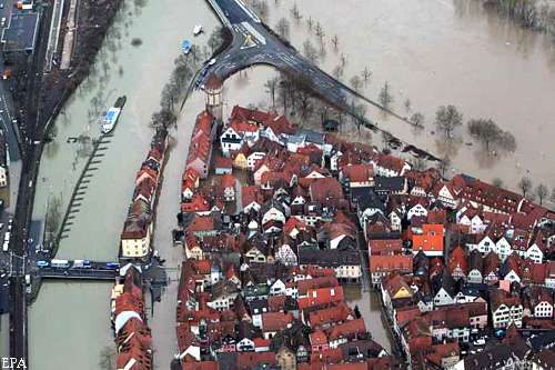 epa02526613 An aerial photo shows the flooded old town of Wertheim, Germany, 12 January 2011. On the left, one can see the river Tauber and on the right the river Main. The flood situation at the Main prevails to be tensed up.  EPA/DANIEL KARMANN