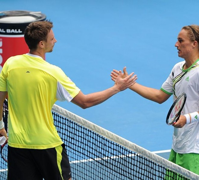 Alexandr Dolgopolov of Ukraine (R) shakes hands with Robin Soderling of Sweden (L) after Dolgopolov won their round four men's singles match on the eighth day of the Australian Open tennis tournament in Melbourne on January 24, 2011.  Dolgopolov won 1-6, 6-3, 6-1, 4-6, 6-2.  IMAGE STRICTLY RESTRICTED TO EDITORIAL USE ? STRICTLY NO COMMERCIAL USE   AFP PHOTO / WILLIAM WEST